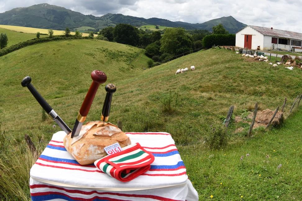 couteau-makila-et-ferme-basque